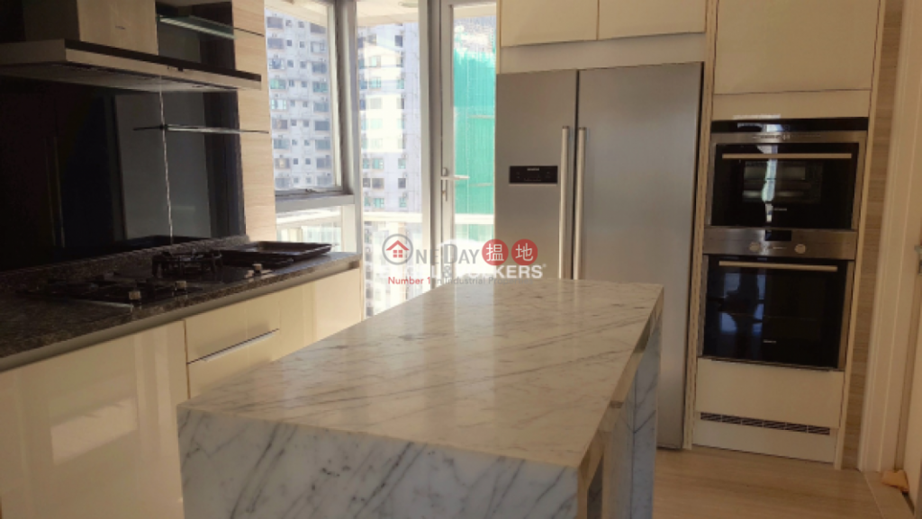 Expat Family Apartment/Flat for Sale in Central Mid Levels