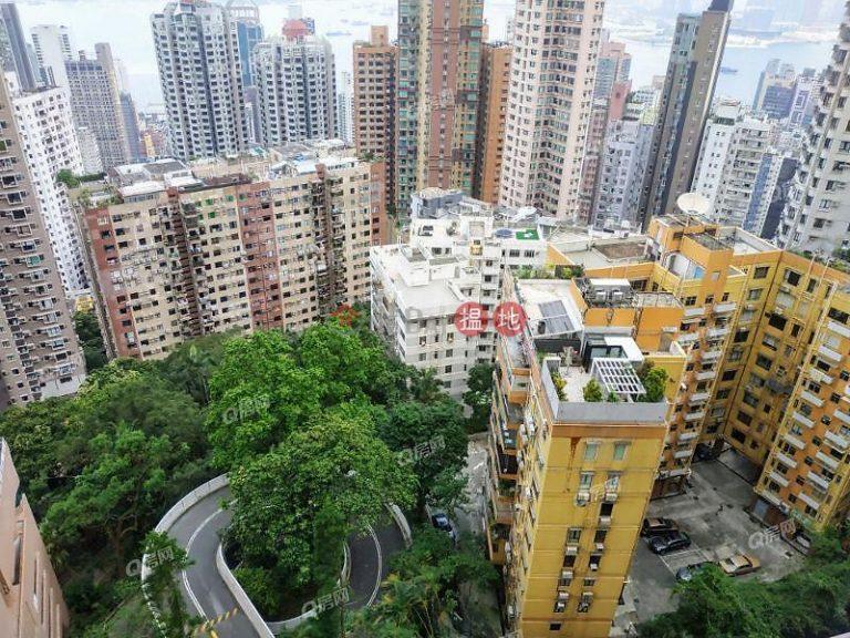 Realty Gardens | 2 bedroom Mid Floor Flat for Sale