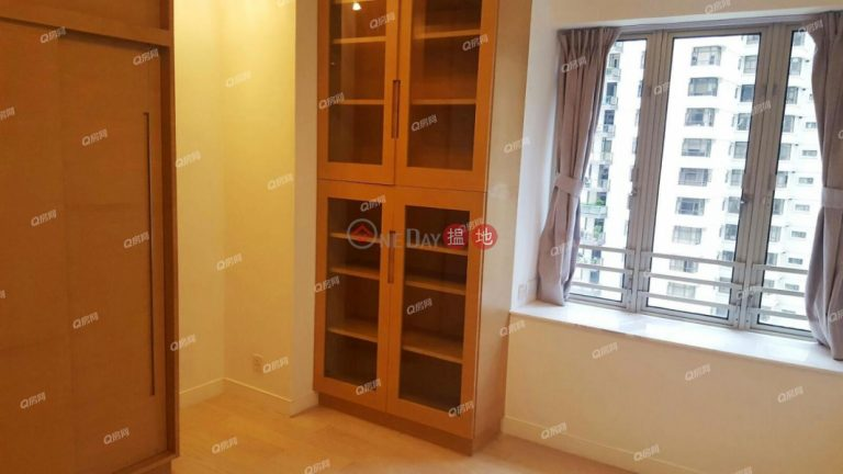 Tregunter | 2 bedroom Mid Floor Flat for Sale
