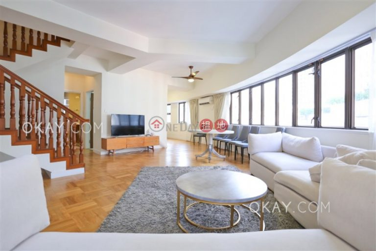Beautiful penthouse with terrace & parking | Rental