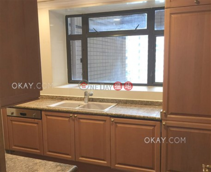 Lovely 3 bedroom on high floor with parking | Rental