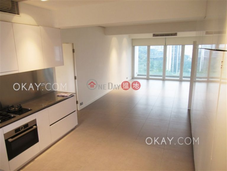 Stylish 2 bedroom on high floor with balcony & parking | Rental