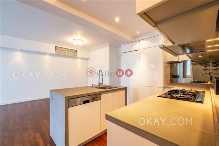 Tasteful 2 bedroom on high floor with parking | For Sale