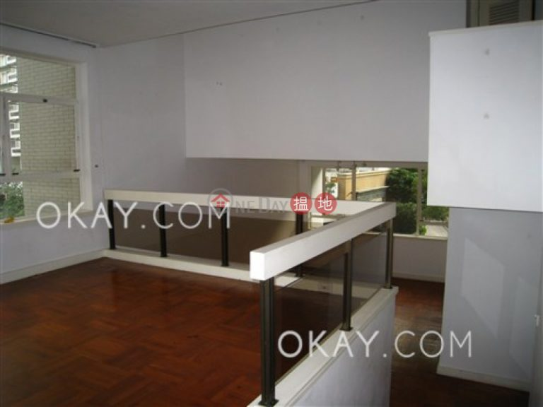 Beautiful 3 bedroom with balcony & parking | Rental