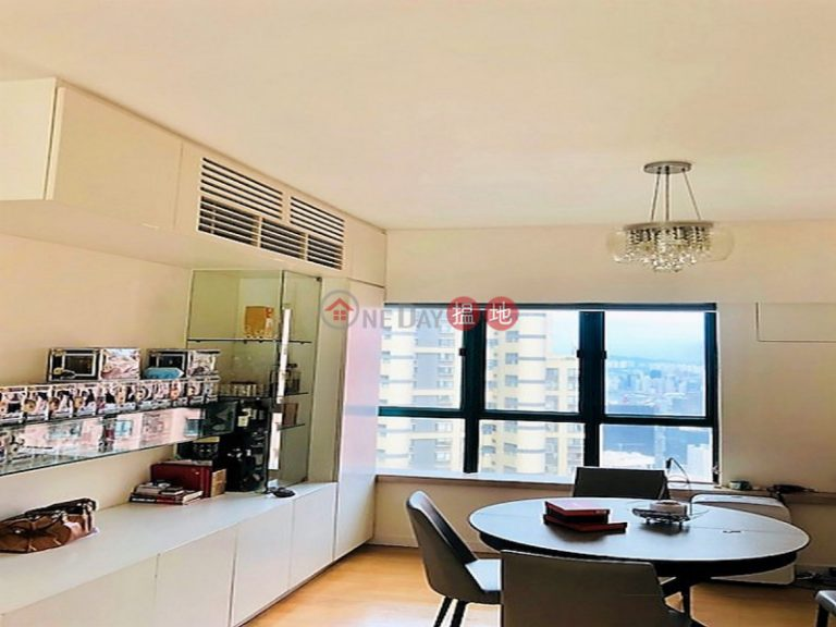 2 Bedroom Flat for Sale in Central Mid Levels