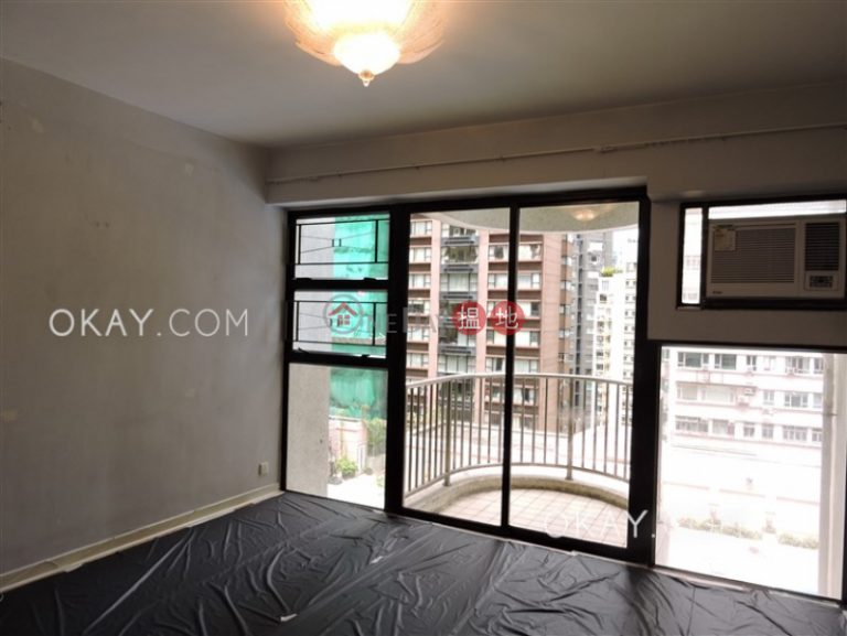 Unique 3 bedroom with balcony & parking | Rental