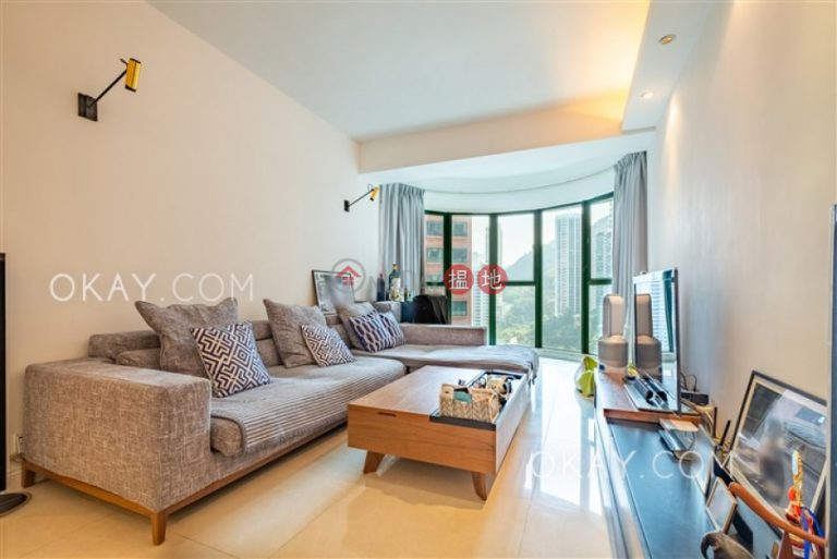 Gorgeous 2 bedroom with parking | For Sale