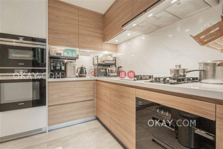 Efficient 2 bedroom with balcony & parking   Rental