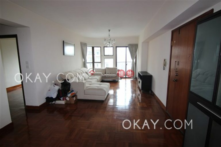 Tasteful 2 bedroom with sea views, balcony | Rental