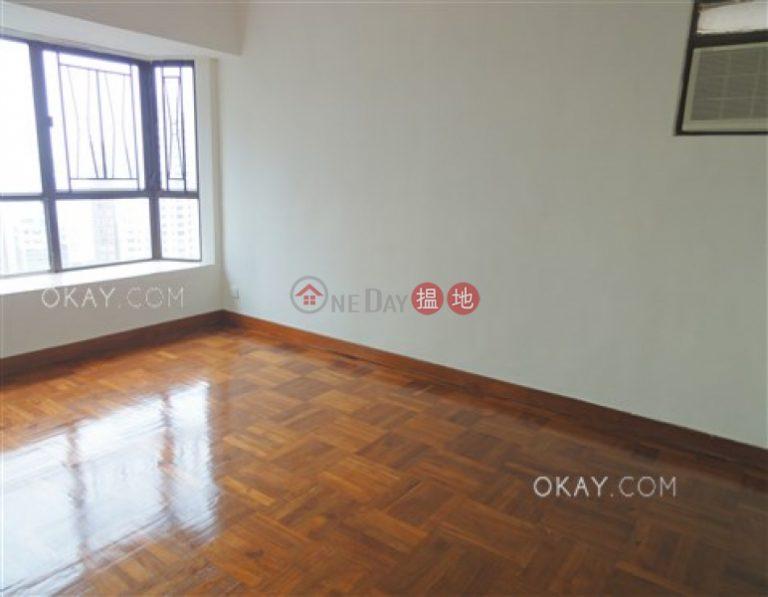 Tasteful 3 bedroom with balcony & parking | Rental
