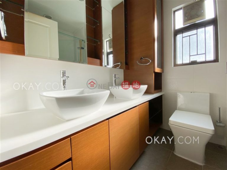 Stylish 3 bedroom with harbour views, balcony | For Sale
