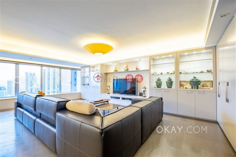 Lovely 3 bedroom in Mid-levels Central   For Sale