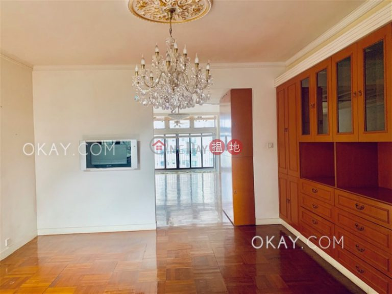 Luxurious 2 bedroom with balcony & parking | Rental