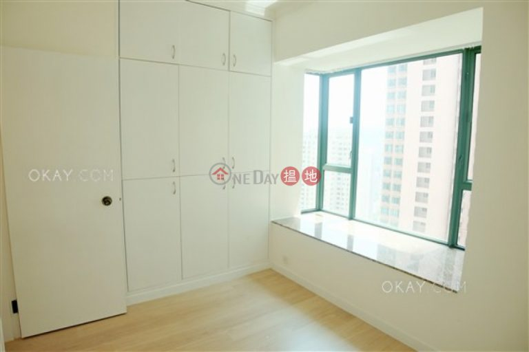 Luxurious 2 bedroom with parking | Rental